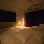 4階にはドイツ製のキングサイズベッドを備える個室もあり、子供連れやカップルでも利用できる